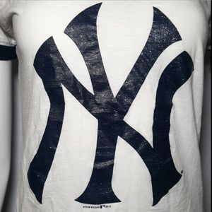 MLB Tops - 5th & Ocean MLB Apparel White NY Yankees Baseball